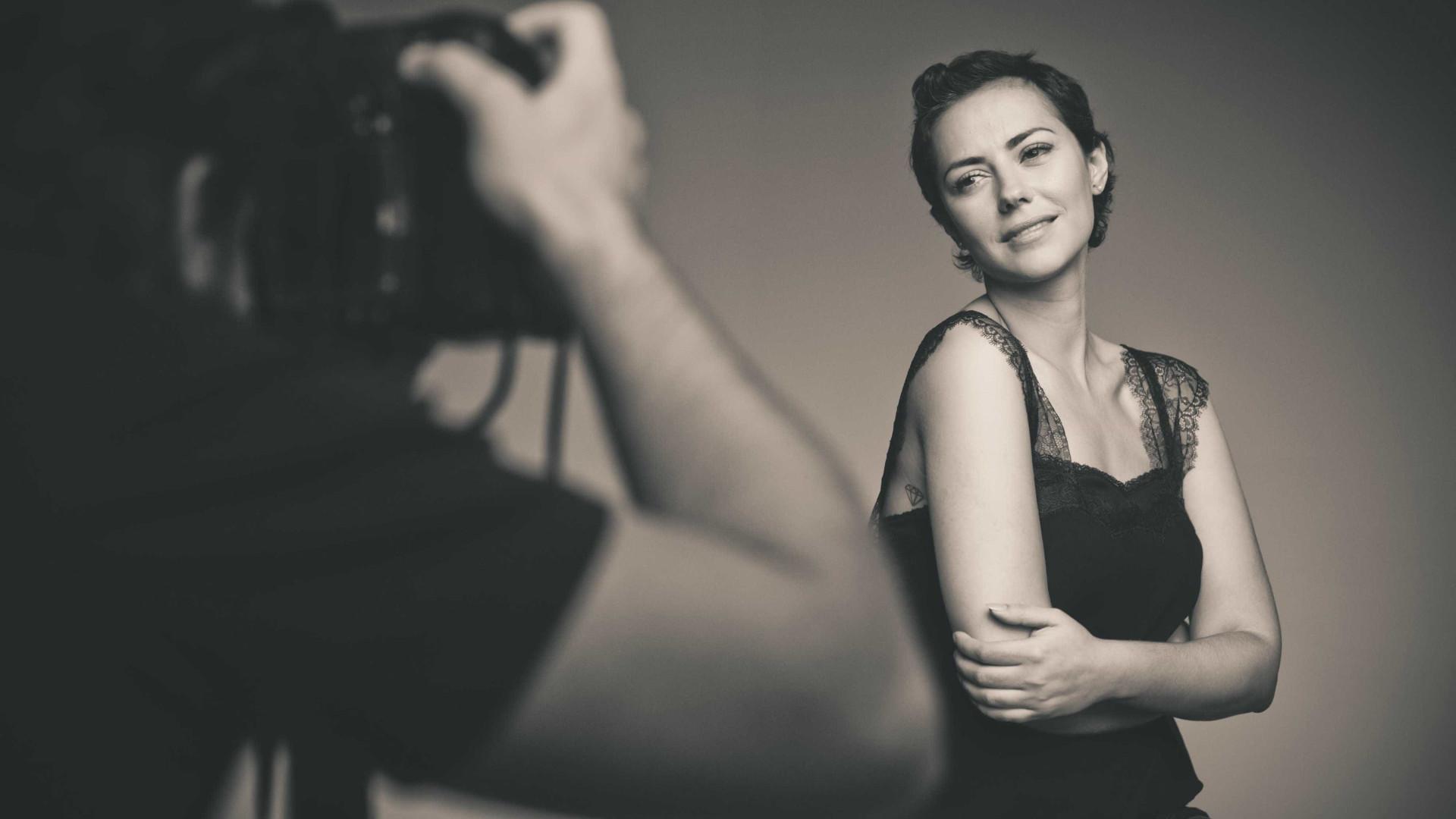 Irritada, Sofia Ribeiro esclarece polémica dos vestidos em videoclipe