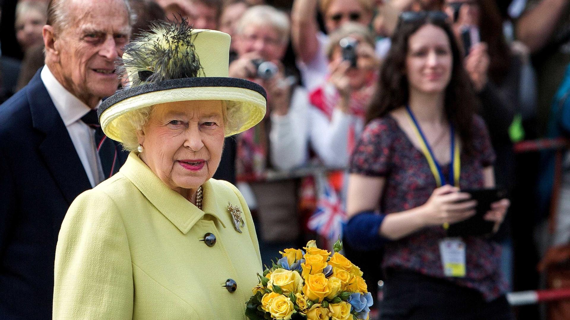 Isabel II e Duque de Edimburgo não vão ao batizado do príncipe Louis