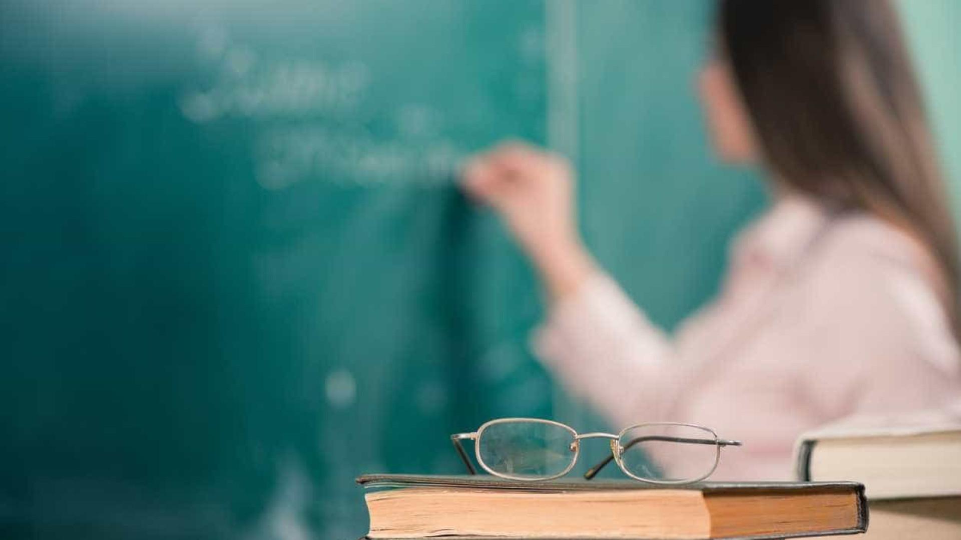 """Professores vão """"cumprir escrupulosamente as 35 horas"""" até final do ano"""