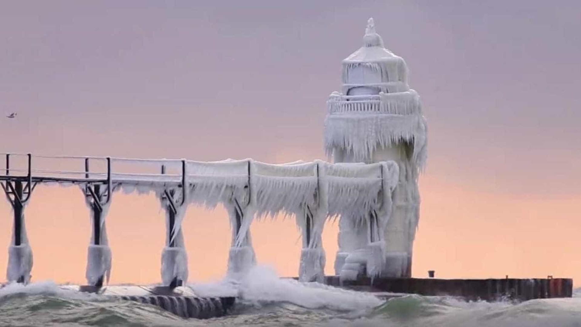 Farol de Michigan transformado num castelo encantado