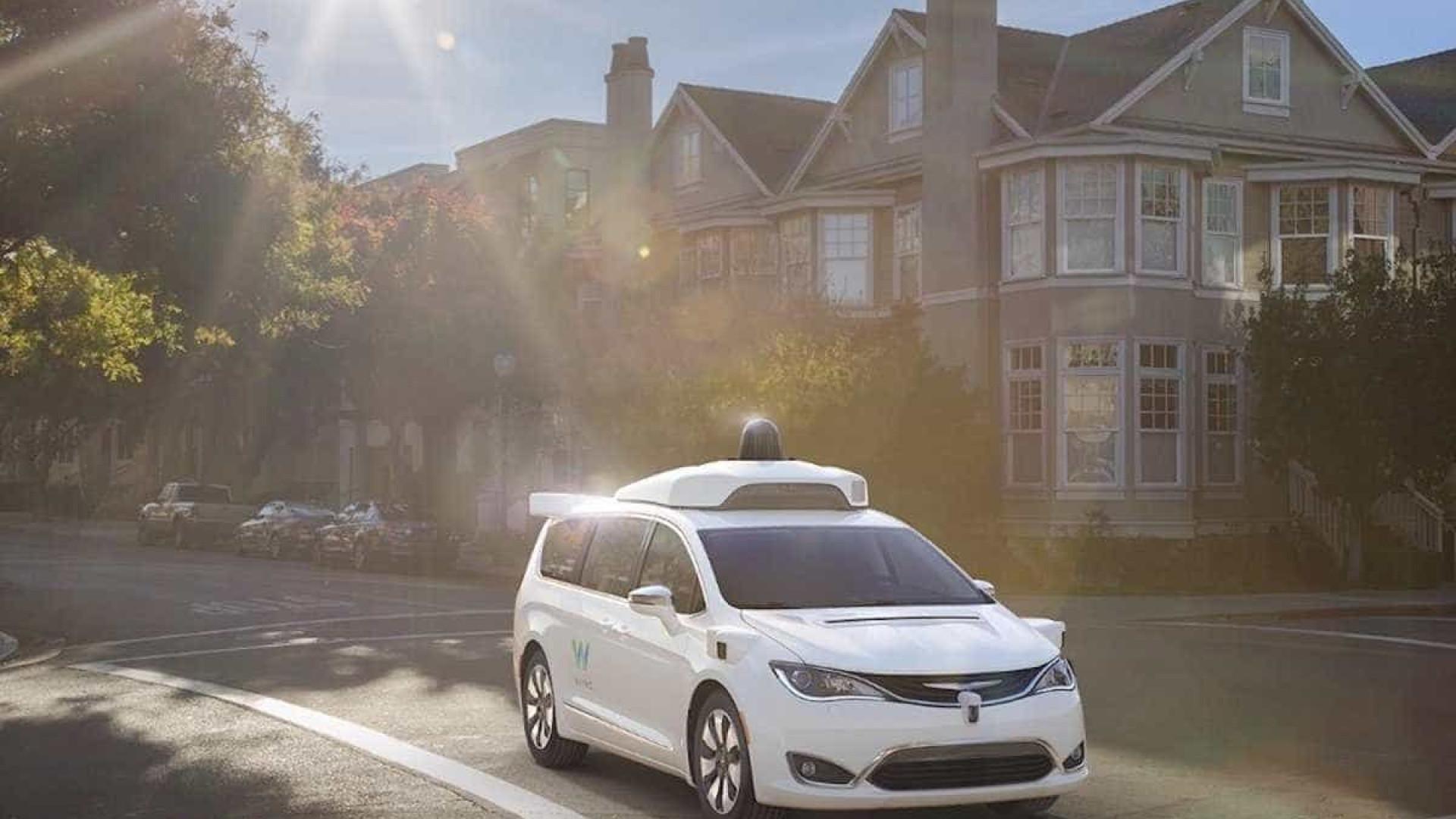Uber e Waymo chegam a acordo sobre tecnologia de condução autónoma