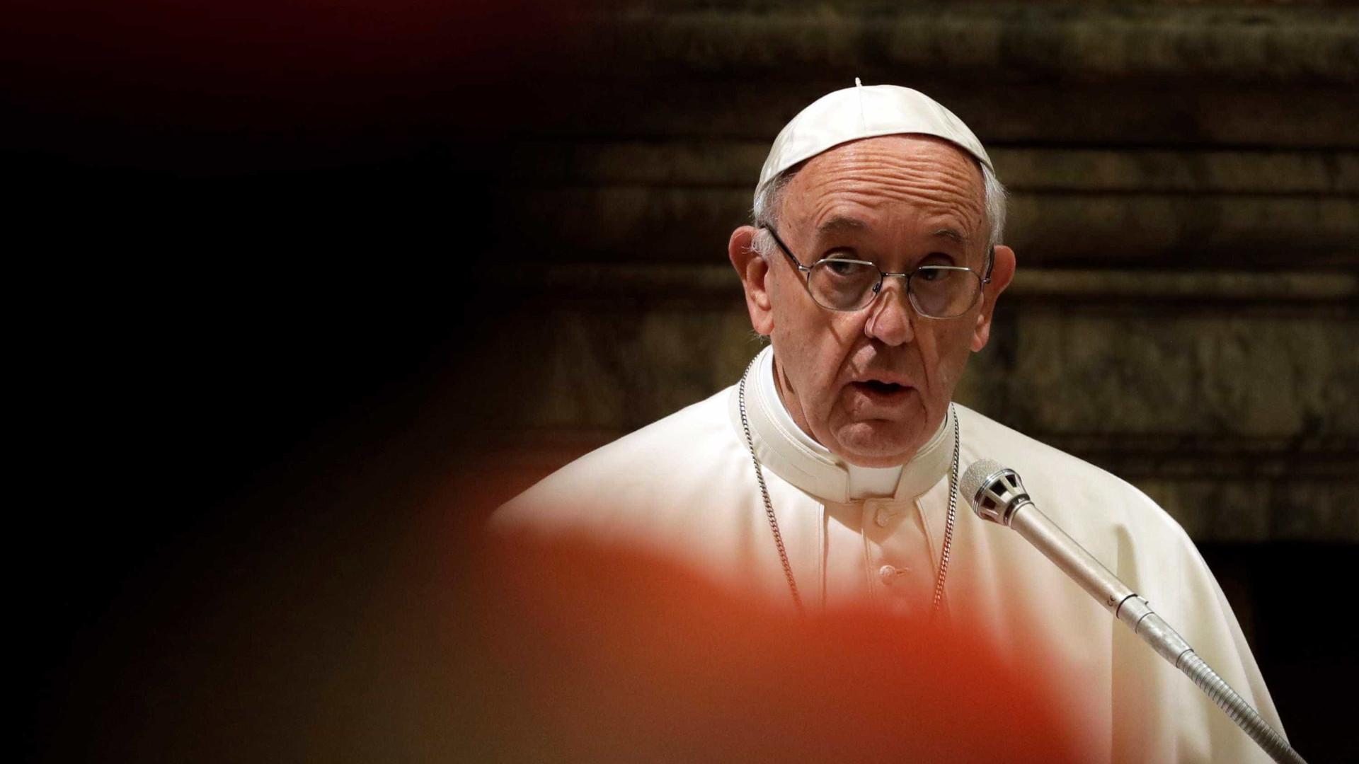Papa solidário com o povo do Peru após inundações