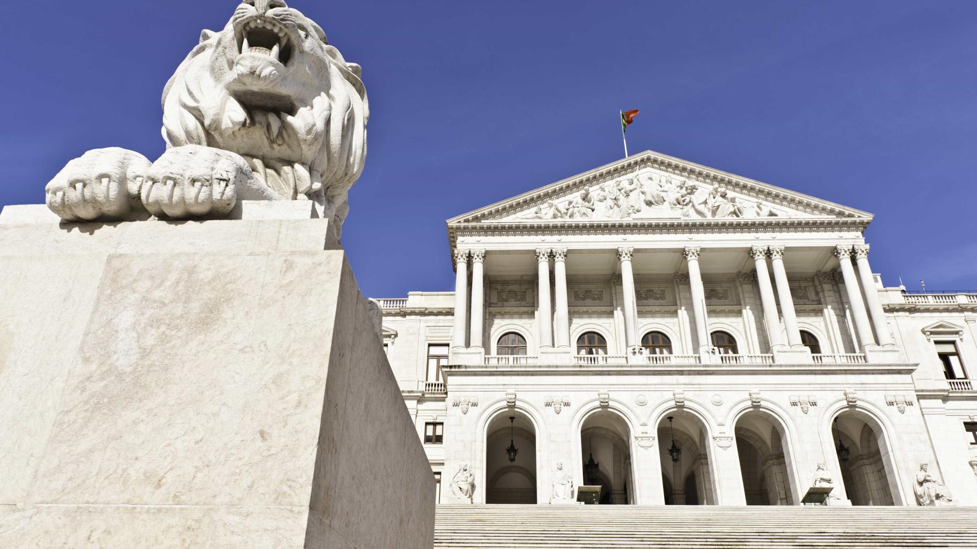 Parlamento desconvoca iniciativas previstas para terça-feira