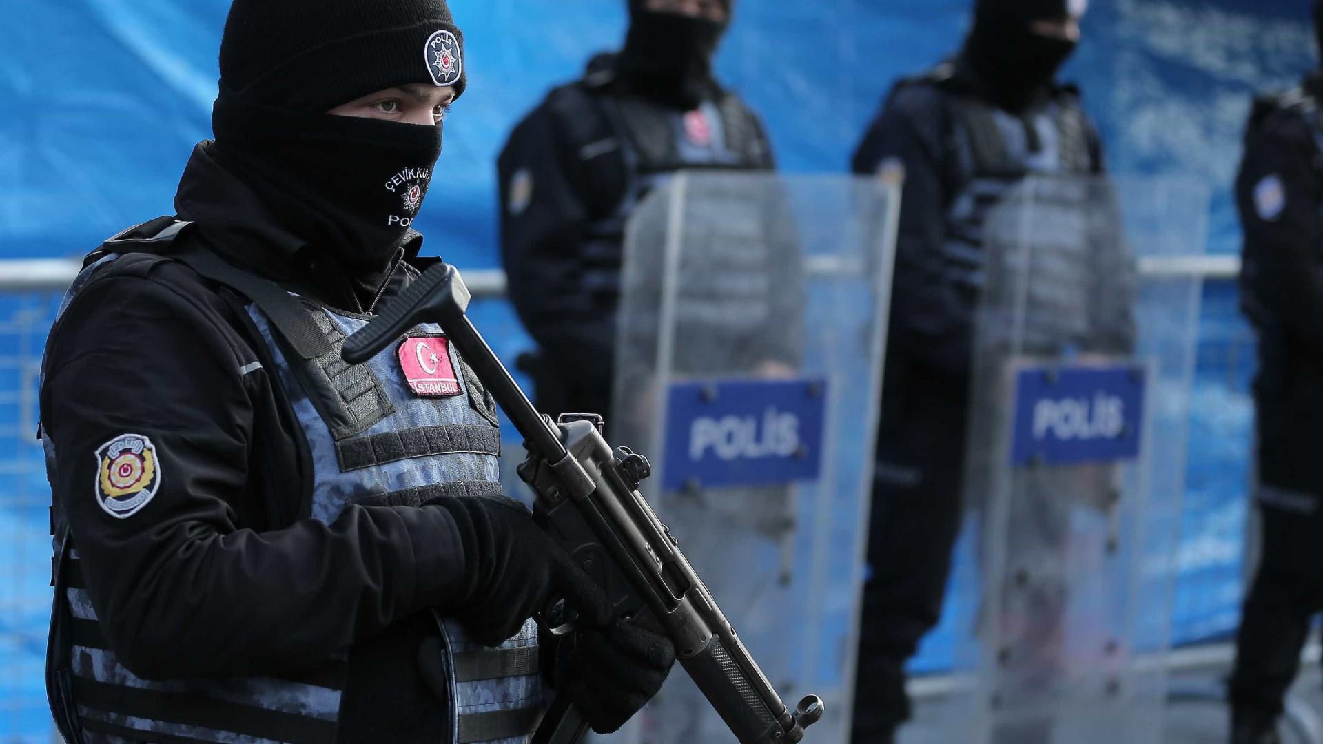 Centenas de trabalhadores em greve em Istambul detidos pela polícia