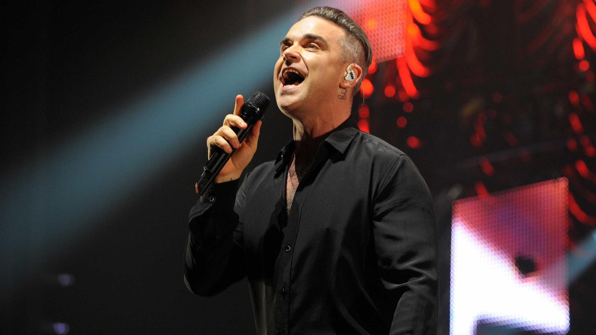 """Robbie Williams esteve internado devido a """"anormalidades"""" no cérebro"""