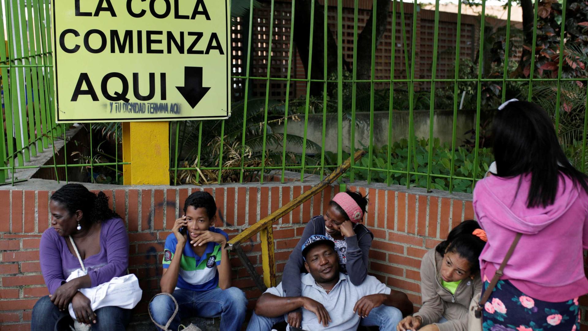 """Colômbia precisa de ajuda para enfrentar """"catástrofe"""" na fronteira"""
