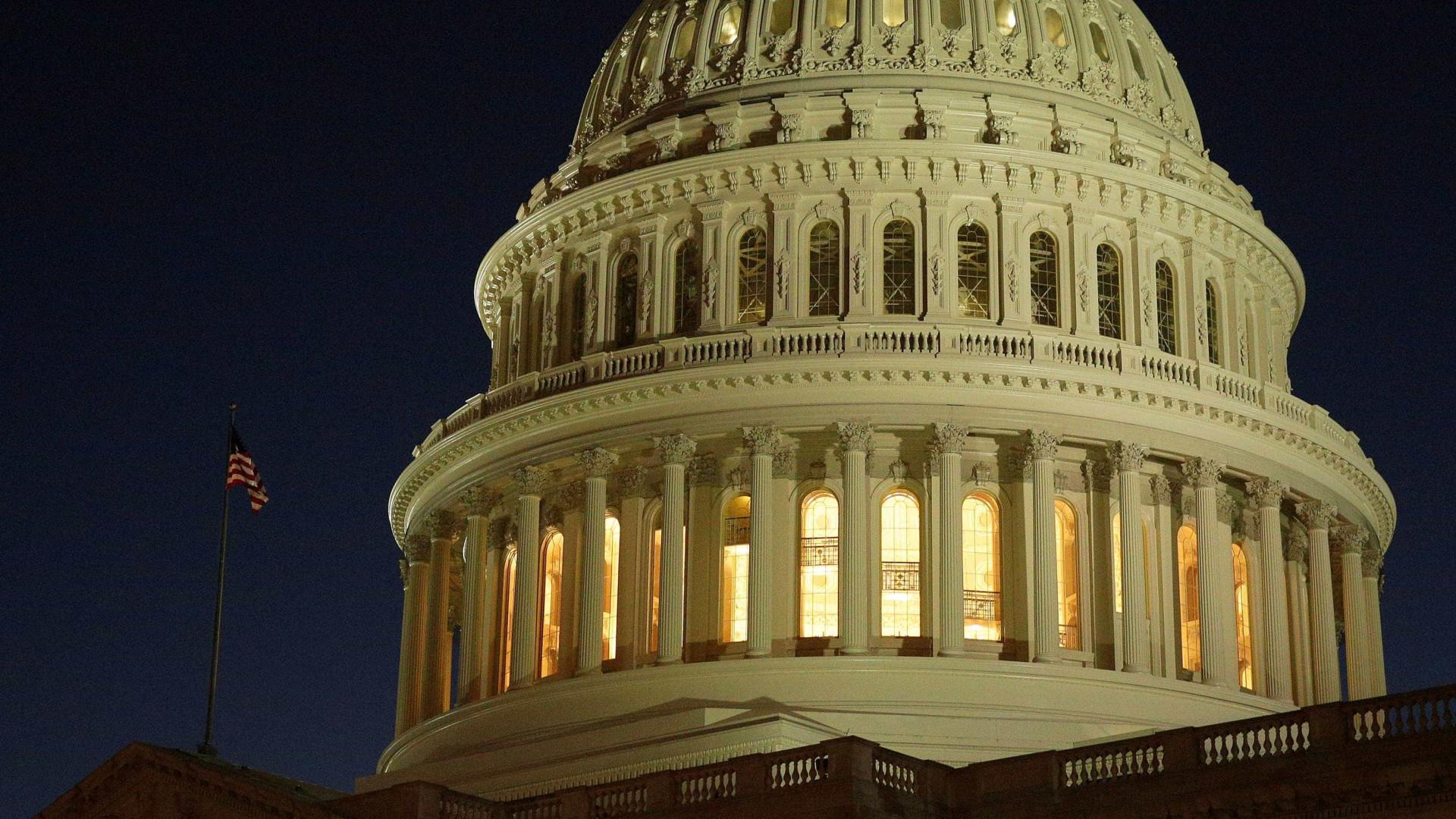 Oposição democrata aceita votar orçamento para reabrir governo dos EUA