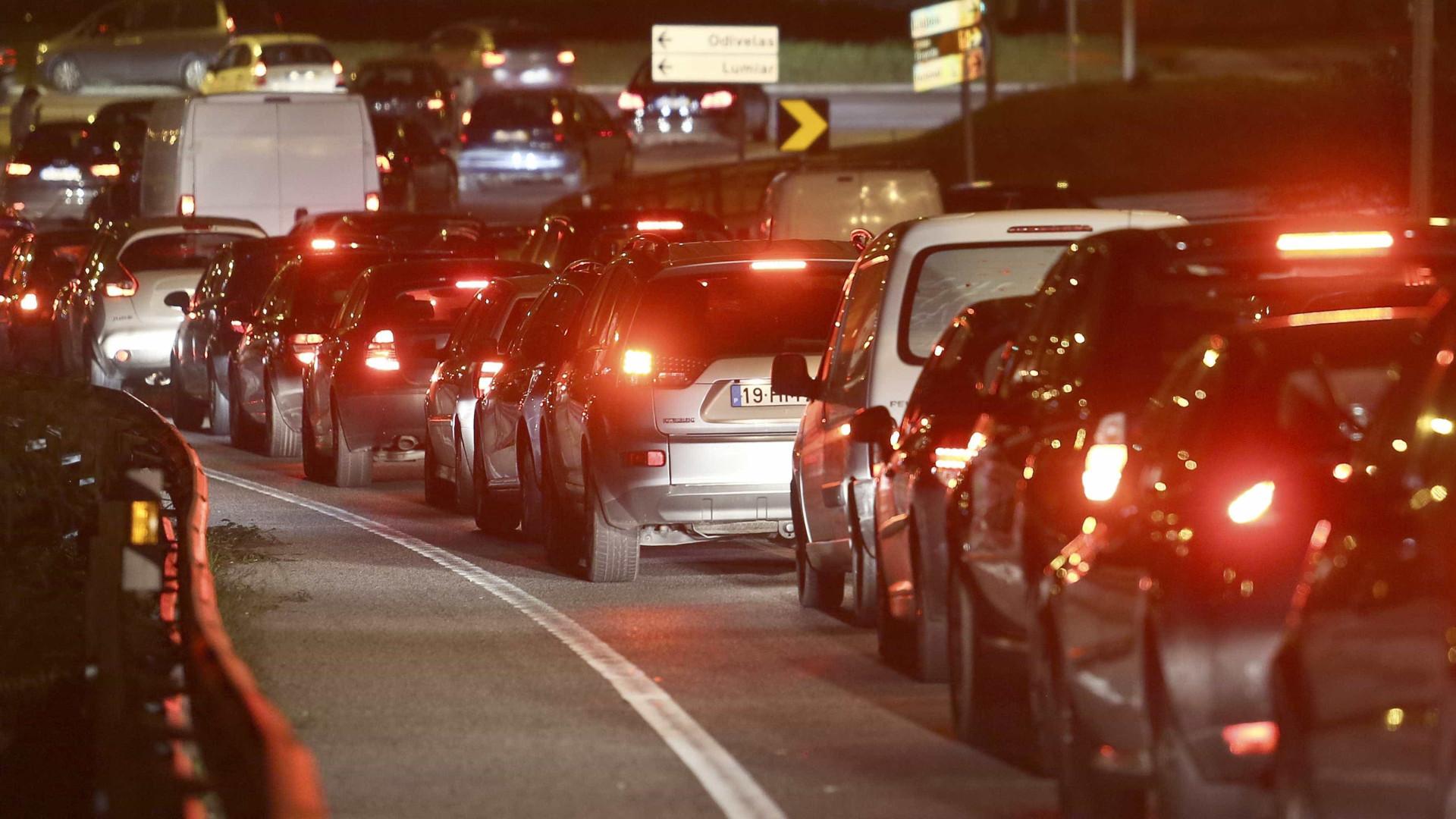 Despiste na 25 de Abril condiciona trânsito no sentido Almada-Lisboa