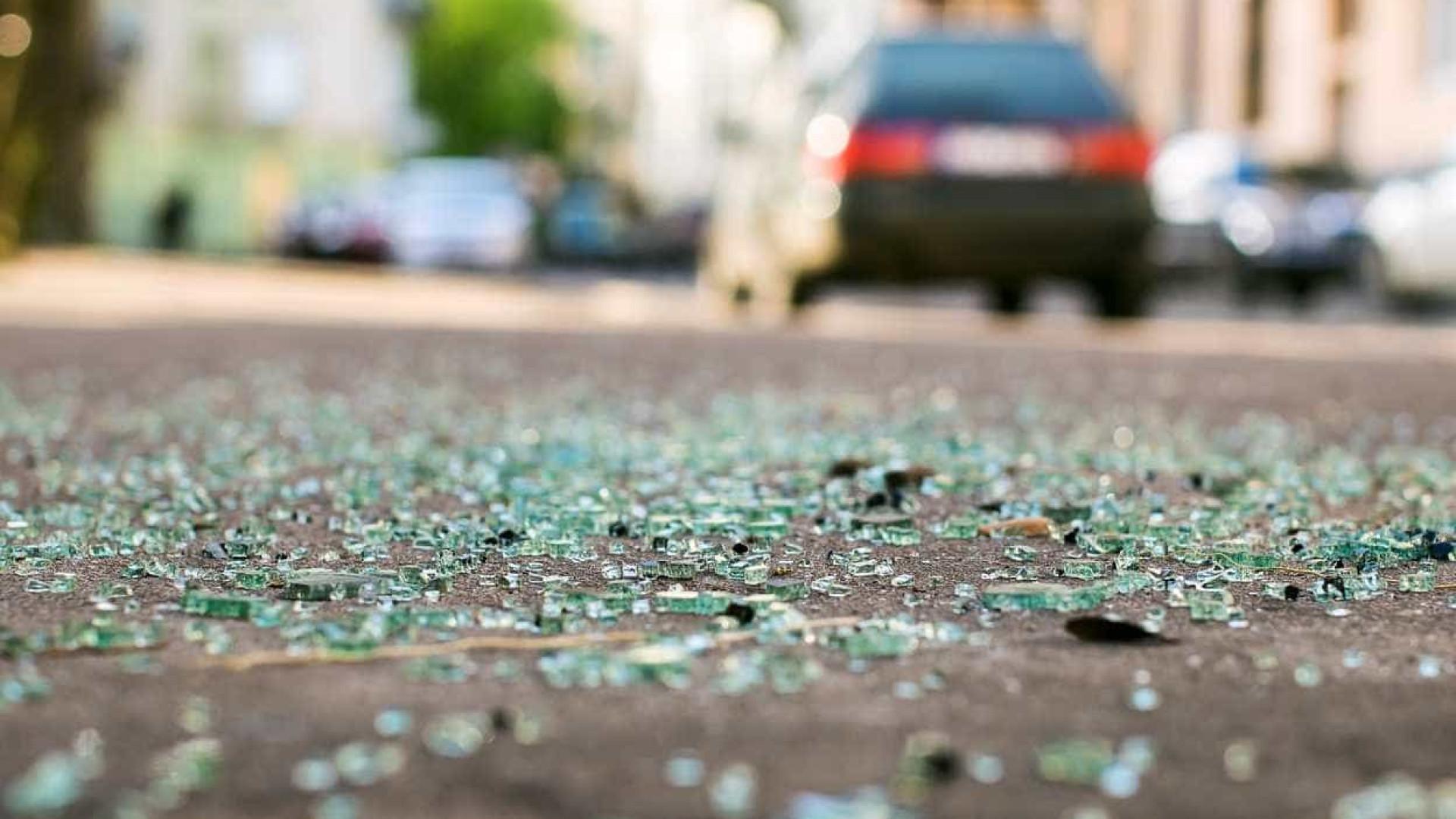 Dois mortos e três feridos graves em colisão frontal junto a Rio Maior