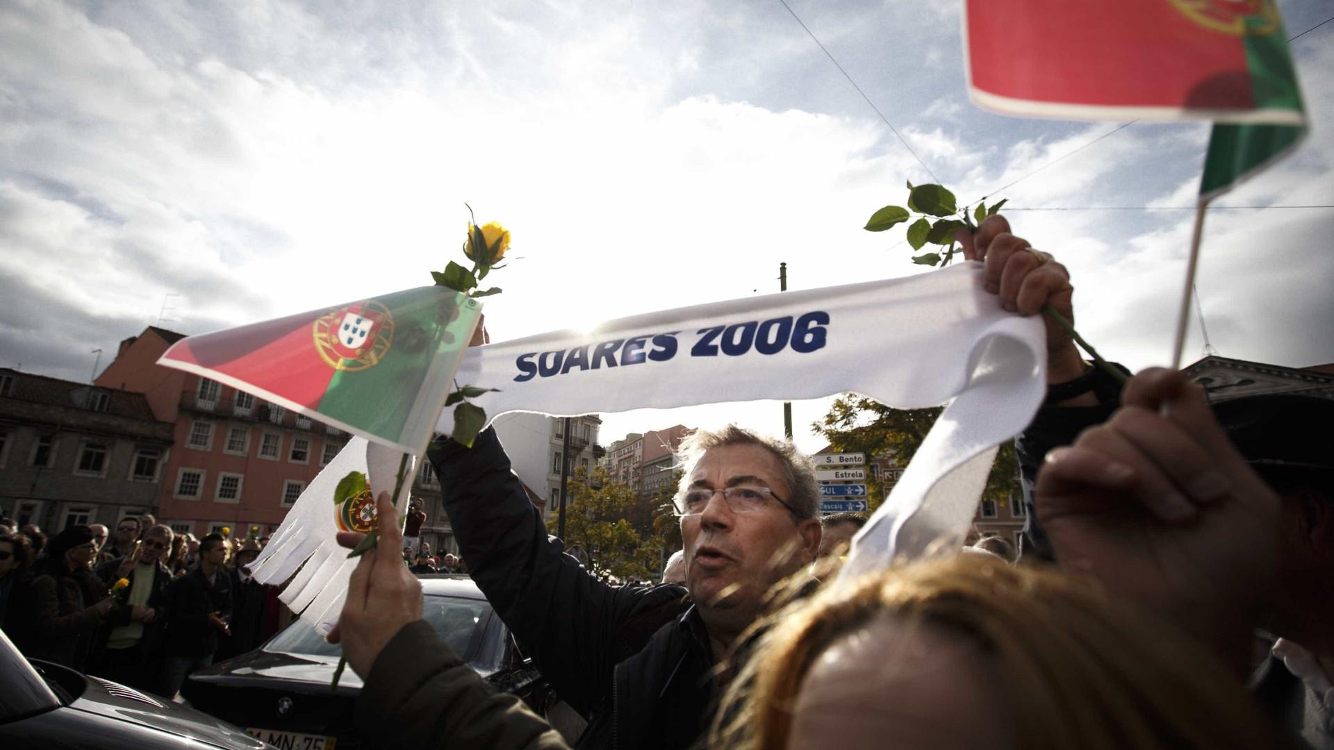 No último adeus, pediu-se que Soares desse nome à Avenida da Liberdade
