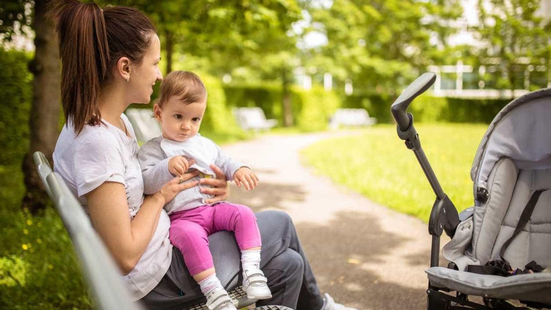 Mães tendem a trazer os filhos do seu lado esquerdo. Eis a explicação