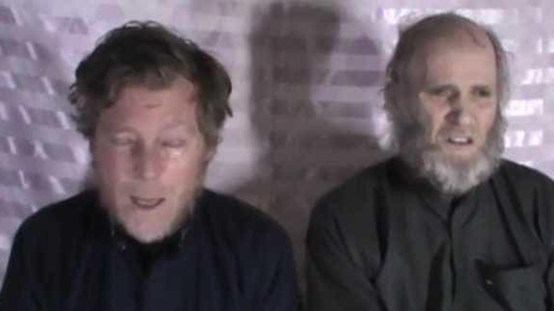 """Talibãs divulgam vídeo de reféns. """"Não quero morrer aqui"""", dizem"""