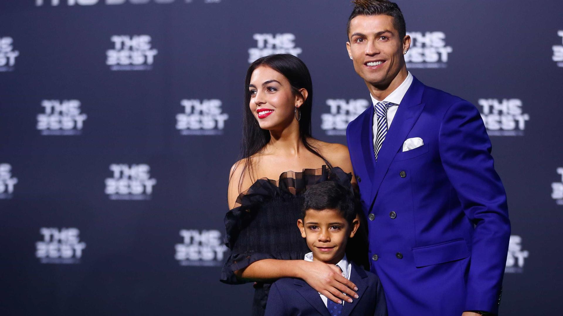 Namorada de Ronaldo felicita Cristianinho
