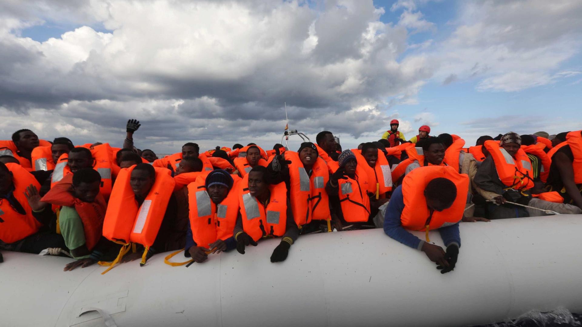 'Salvar vidas' em português no Mediterrâneo