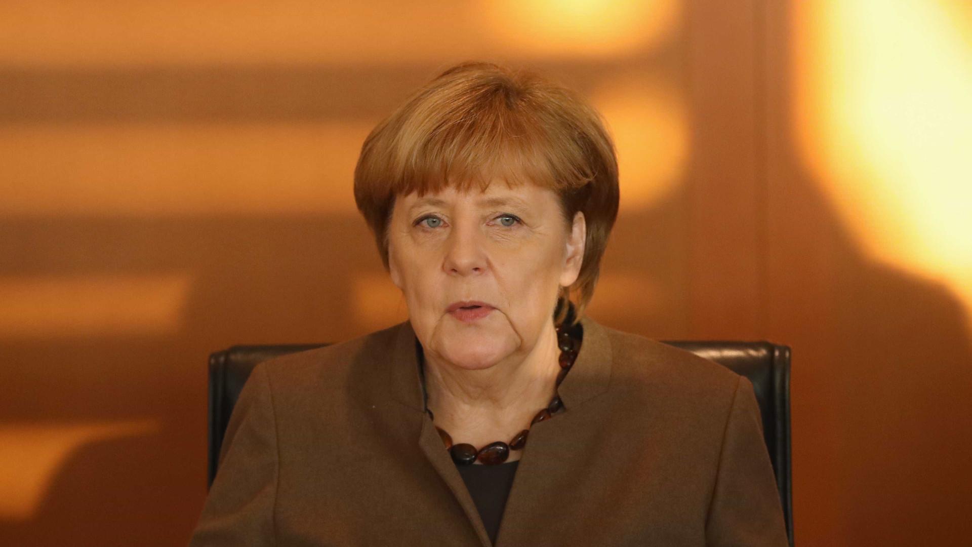 Merkel exige mais coordenação internacional para próxima epidemia global