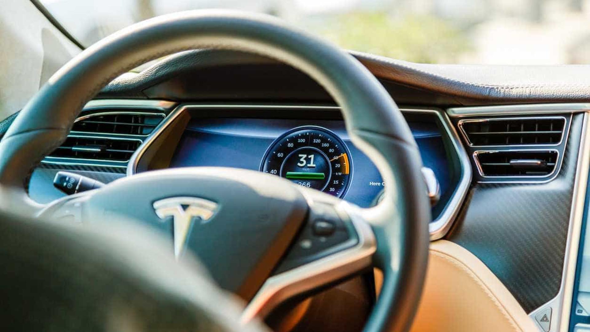 Autopilot da Tesla terá contribuído para acidente fatal