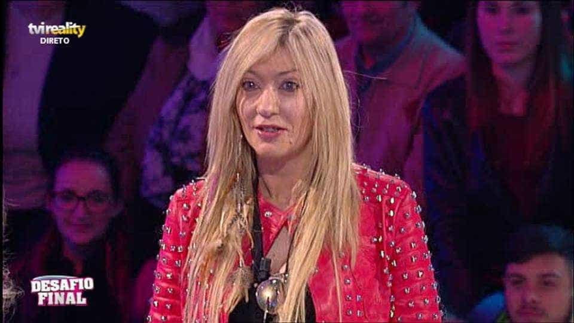 'Ex' de Maria Leal na miséria: Cantora gastava milhares de euros em roupa