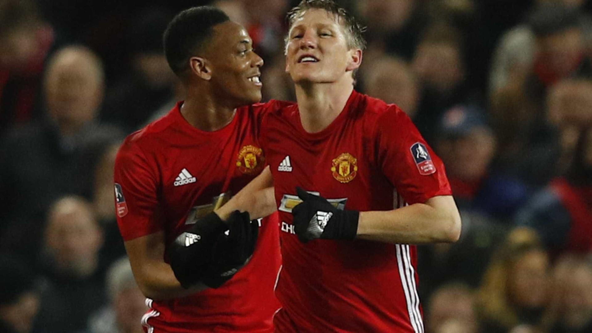 Oficial: Schweinsteiger deixa United e não esquece Mourinho
