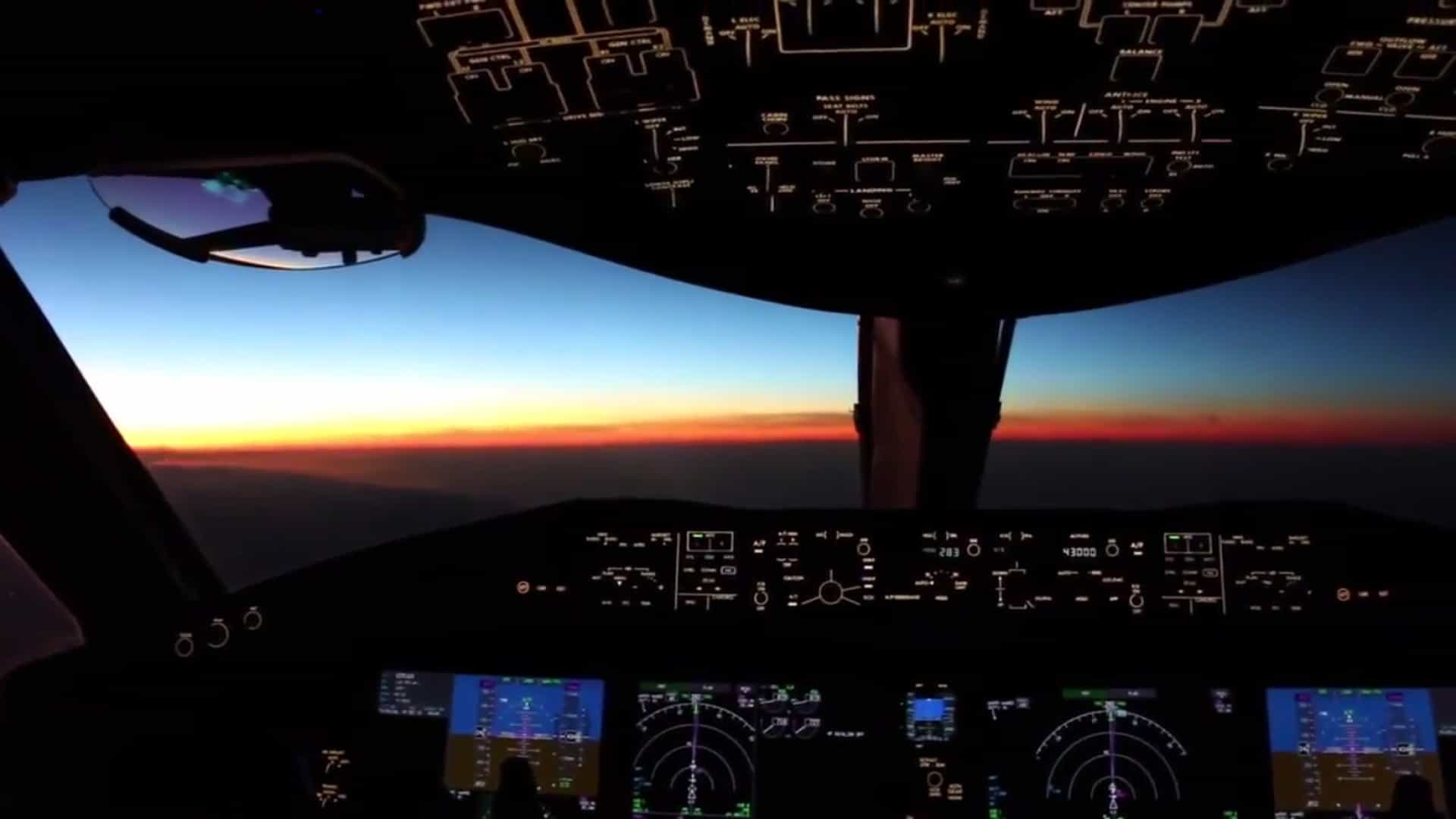 Assim é o pôr-do-sol a partir do cockpit de um avião 7cbd3dcda4