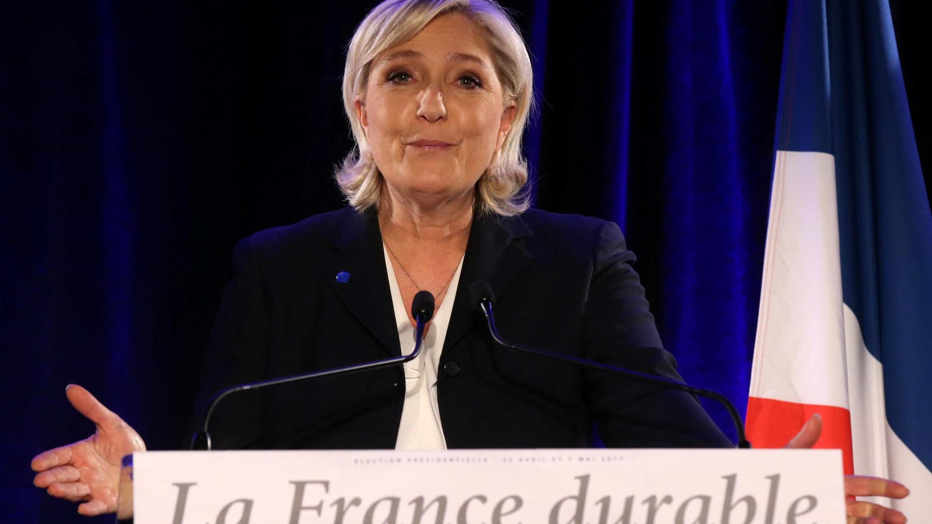 Polícia faz buscas a sede de campanha de Marine Le Pen