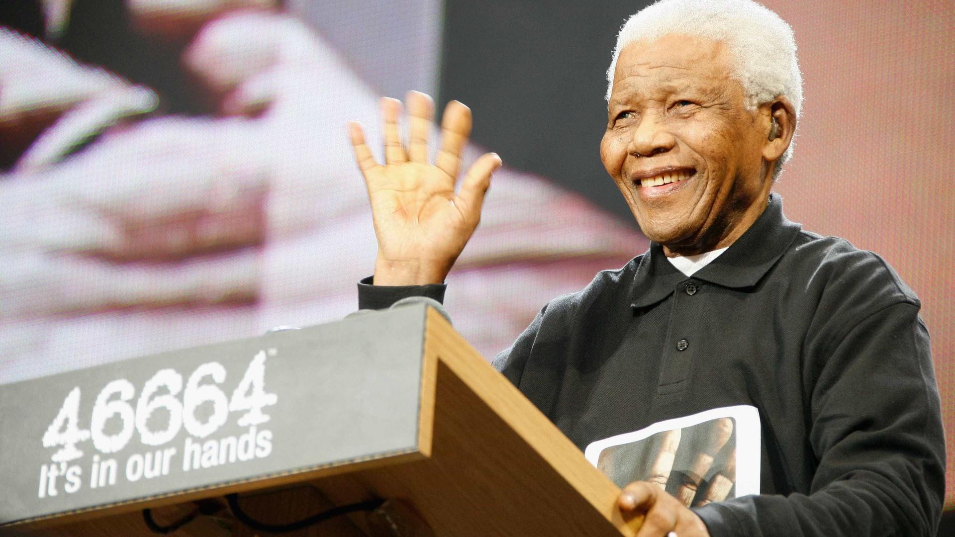 Emitida série comemorativa do centenário do nascimento de Mandela