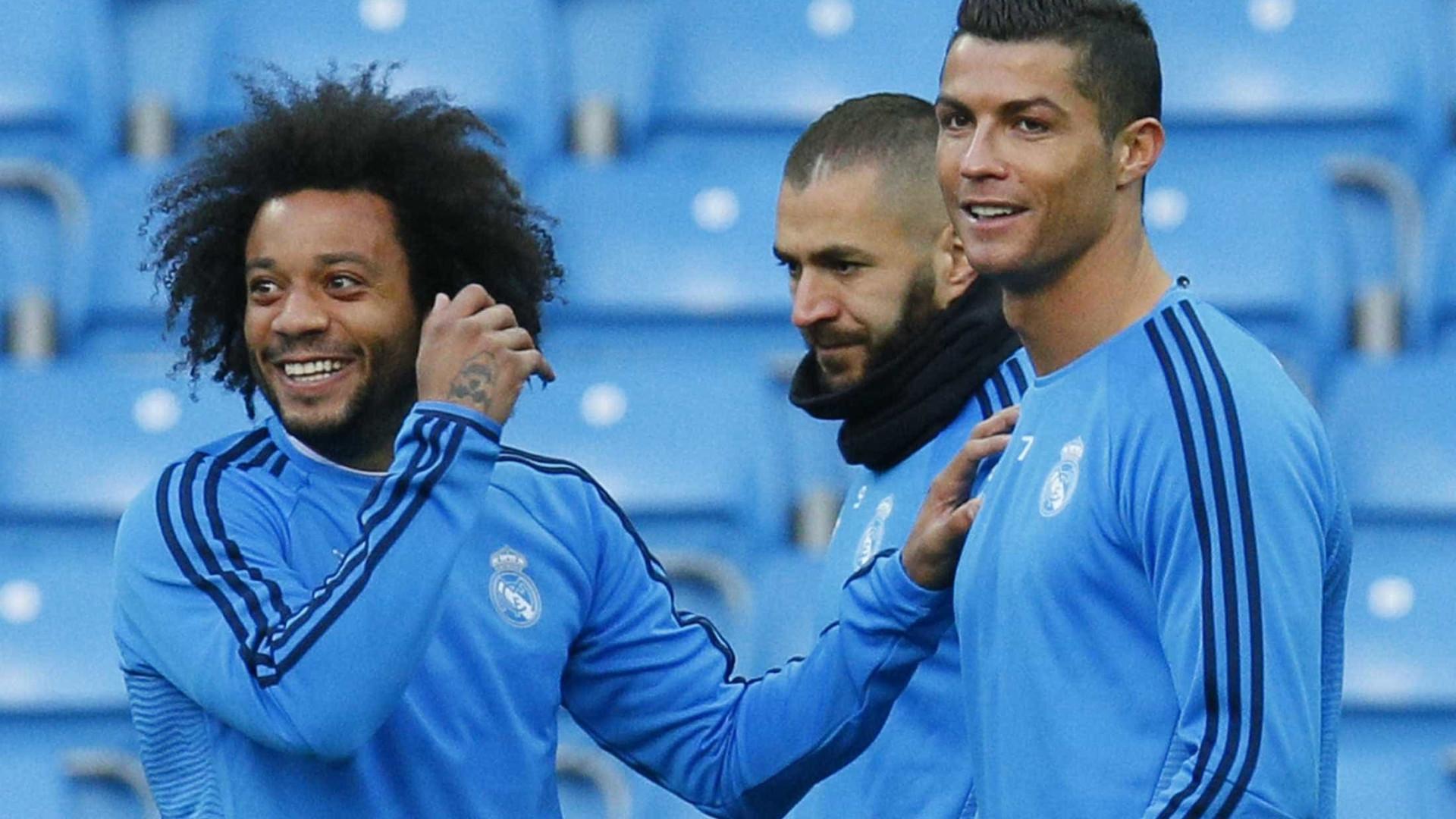 """""""Joguei com Ronaldo, Ronaldinho e van Nistelrooy, mas o melhor é CR7"""""""