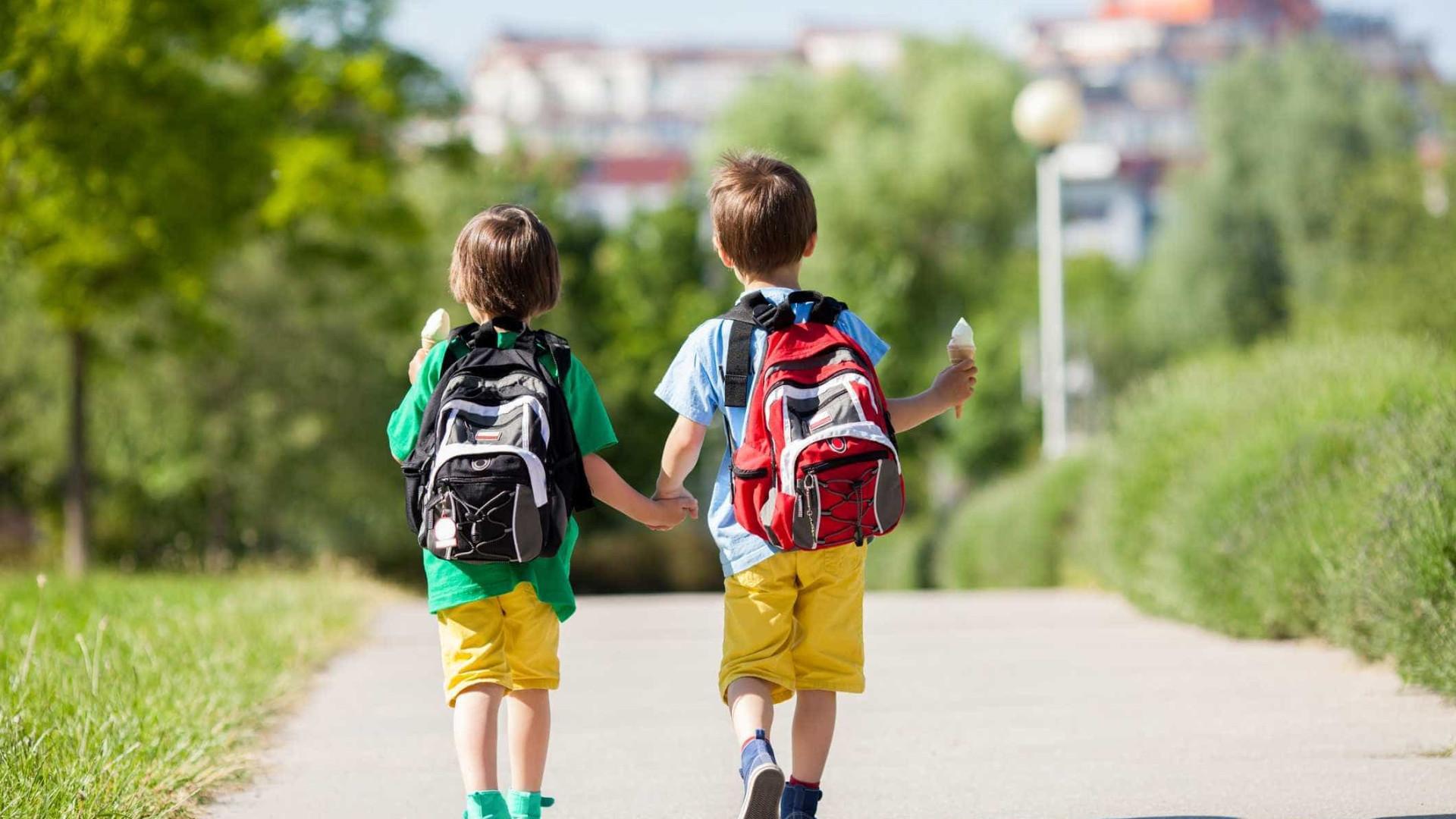 Pais dão semanada de 19 euros aos filhos para gastos na escola