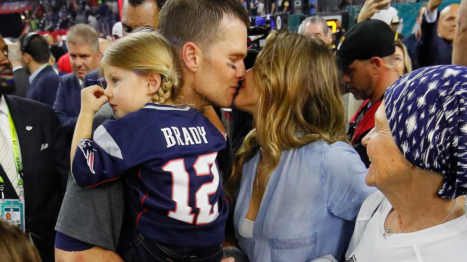 Tom Brady declara-se a Gisele Büdchen em português