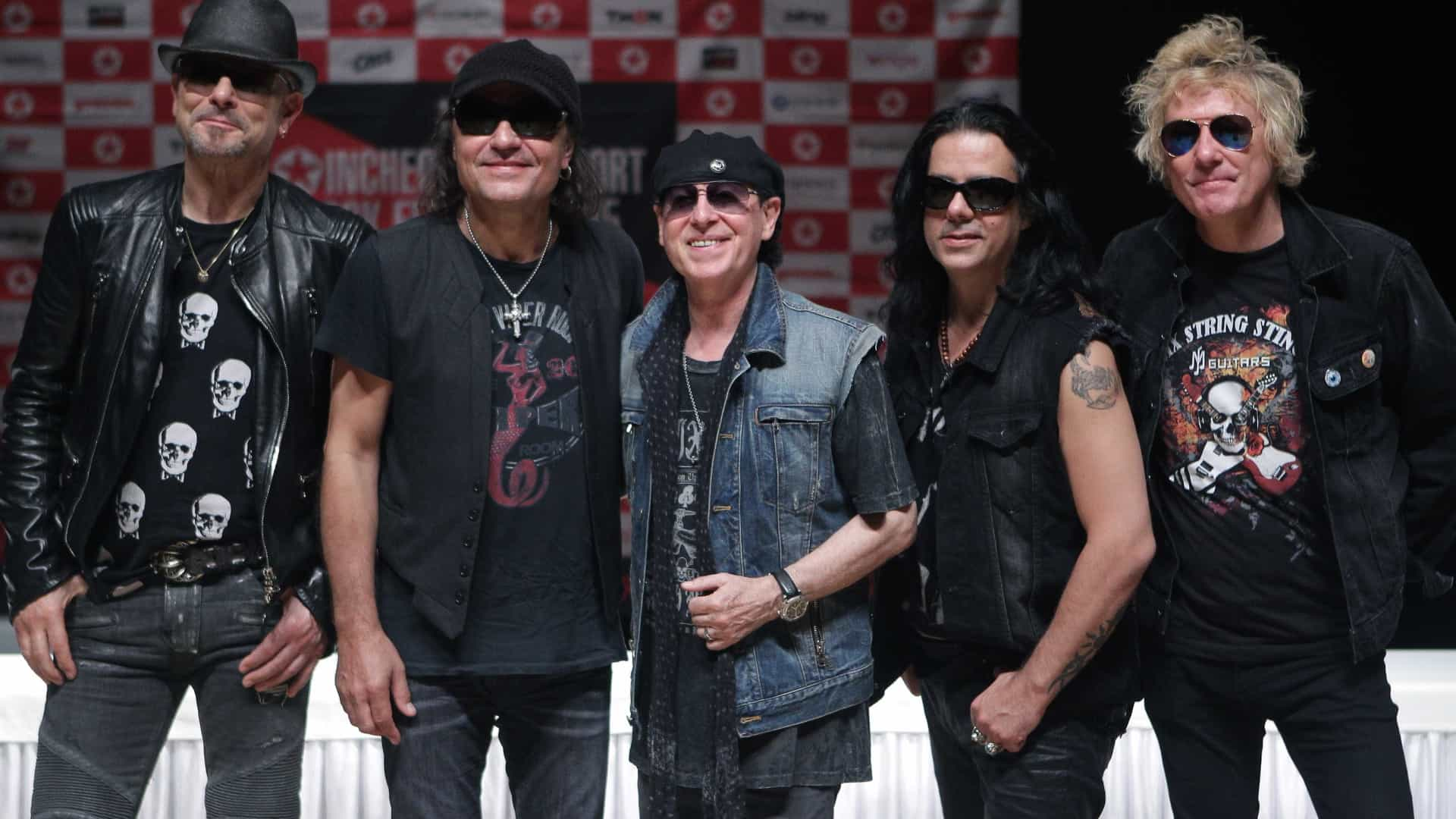 Kiss e Scorpions de rock no estádio municipal de Oeiras