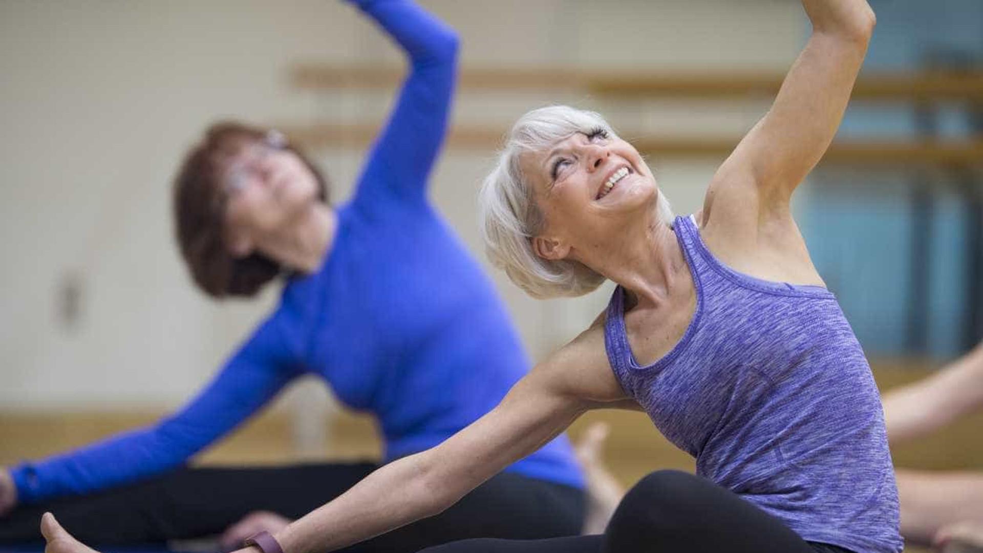 Professor cria 'Clube de Yoga do Riso' para doentes oncológicos