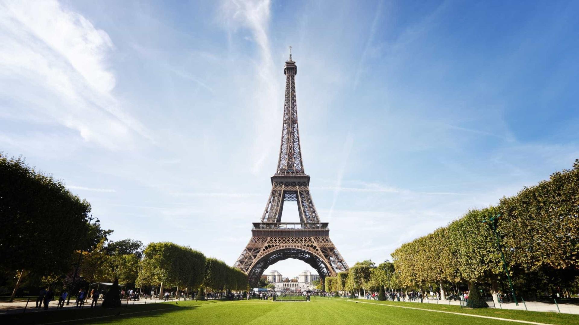 Torre Eiffel poderá mudar de cor em breve