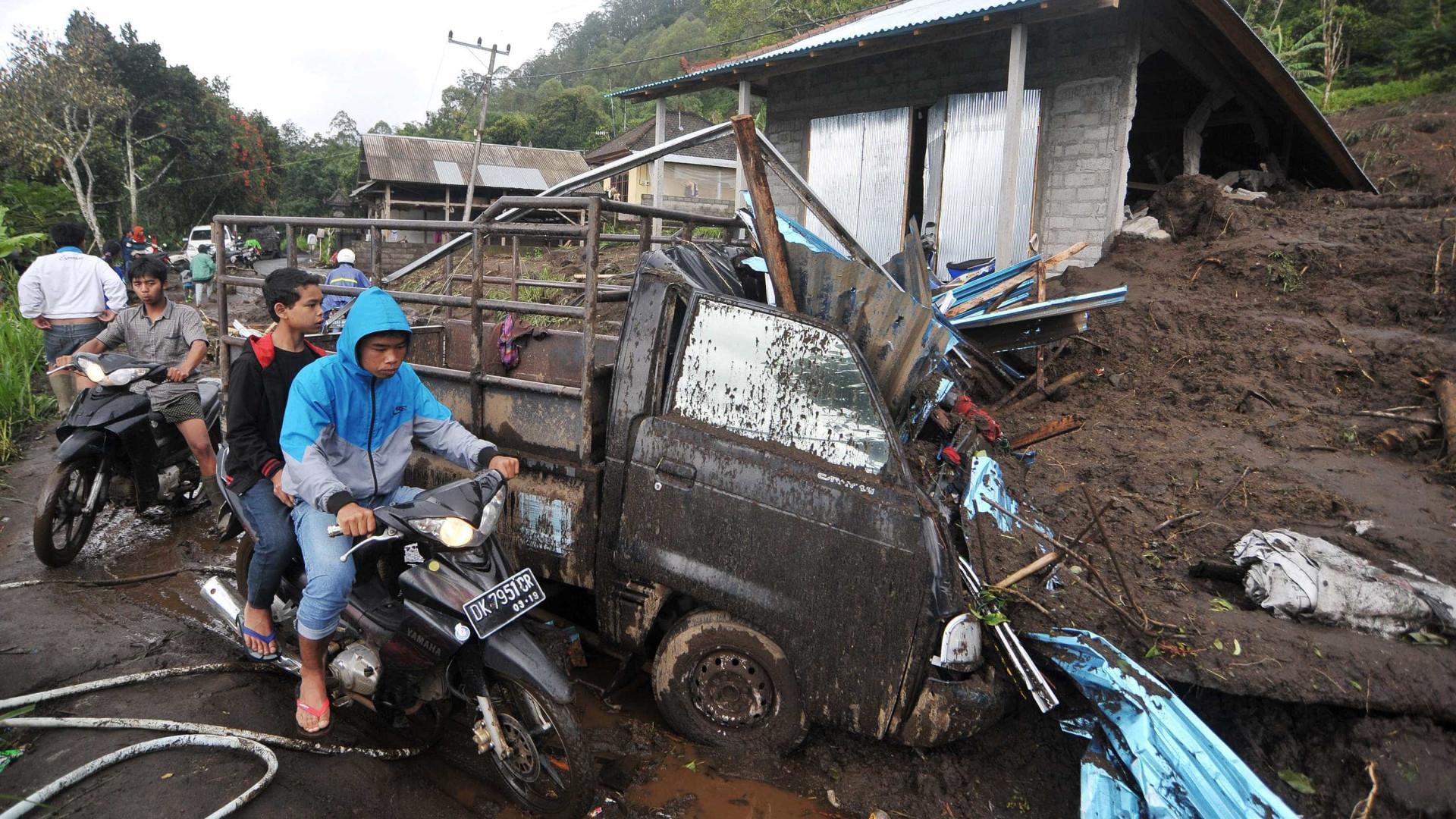 Deslizamentos de terras em Bali fizeram 12 mortos, incluindo crianças