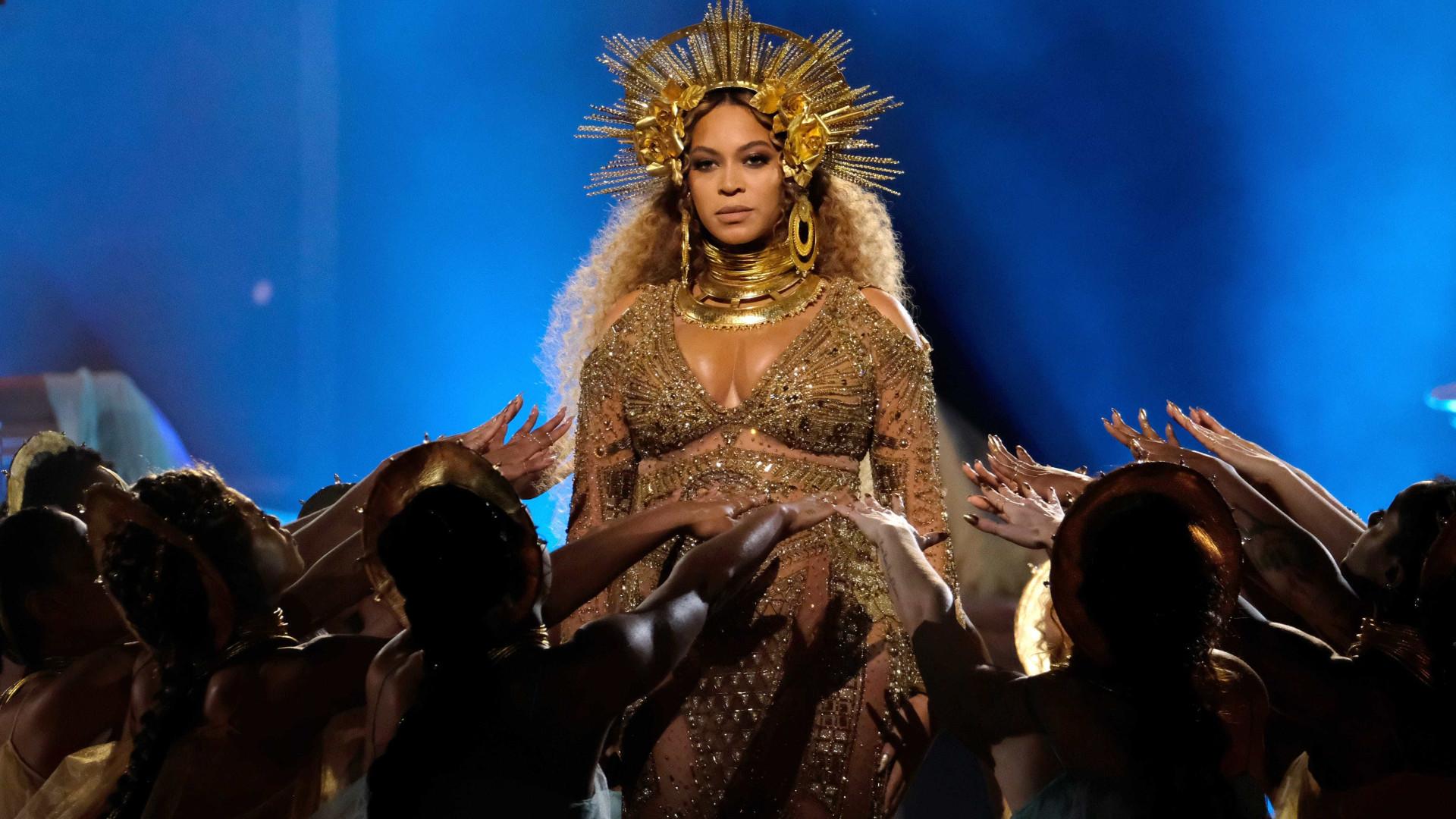 Grávida, Beyoncé protagoniza nova sessão fotográfica