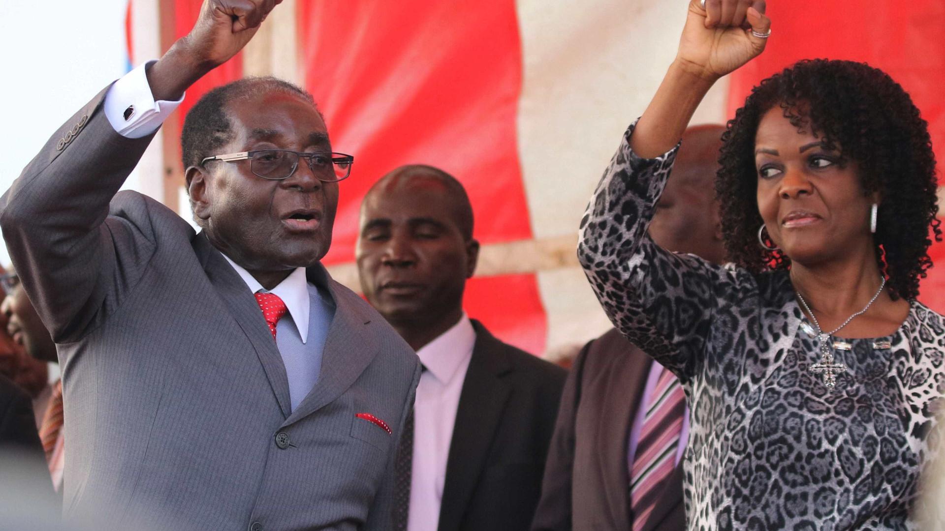 """Mugabe poderia concorrer às eleições mesmo """"como cadáver"""""""