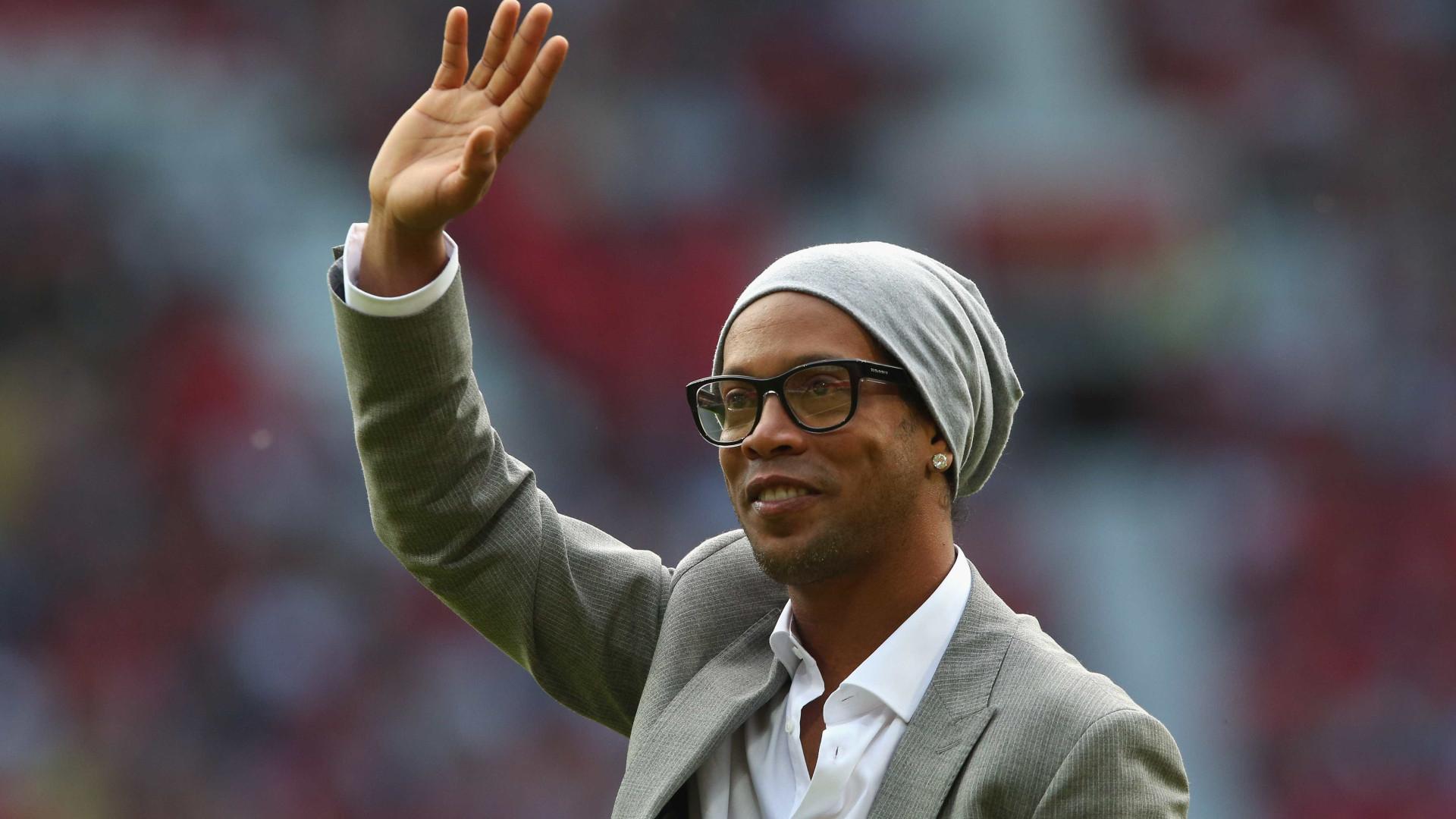 Ronaldinho Gáucho vai casar-se com as duas namoradas ao mesmo tempo