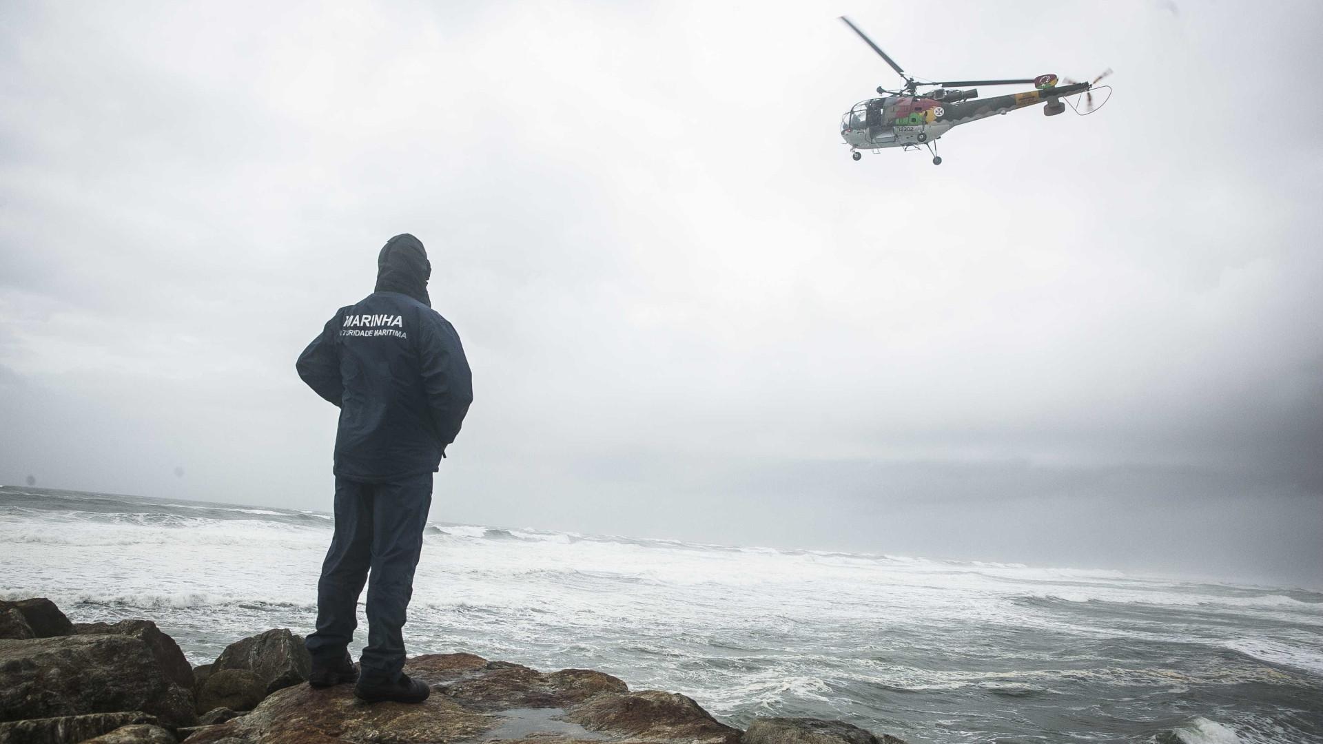 Buscas para encontrar jovem desaparecido mantêm-se por mar e terra