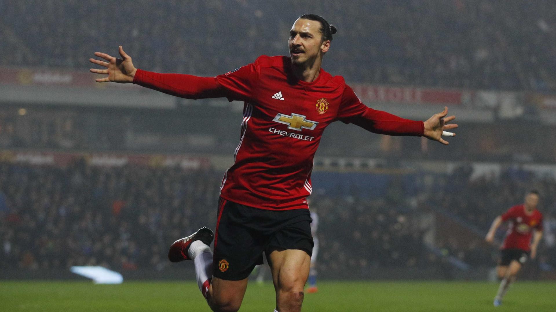 Mourinho revela que Ibrahimovic está perto do regresso ao United