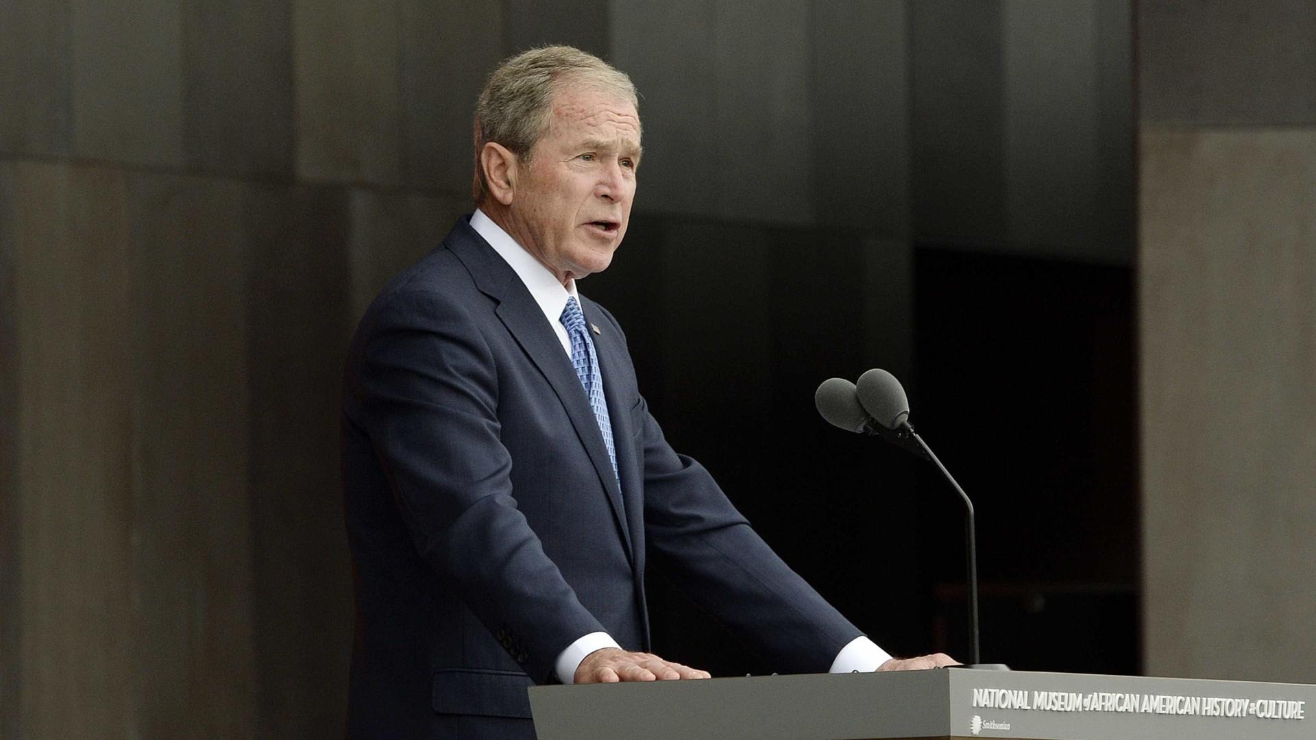 George Bush diz que russos interferiram nas eleições americanas