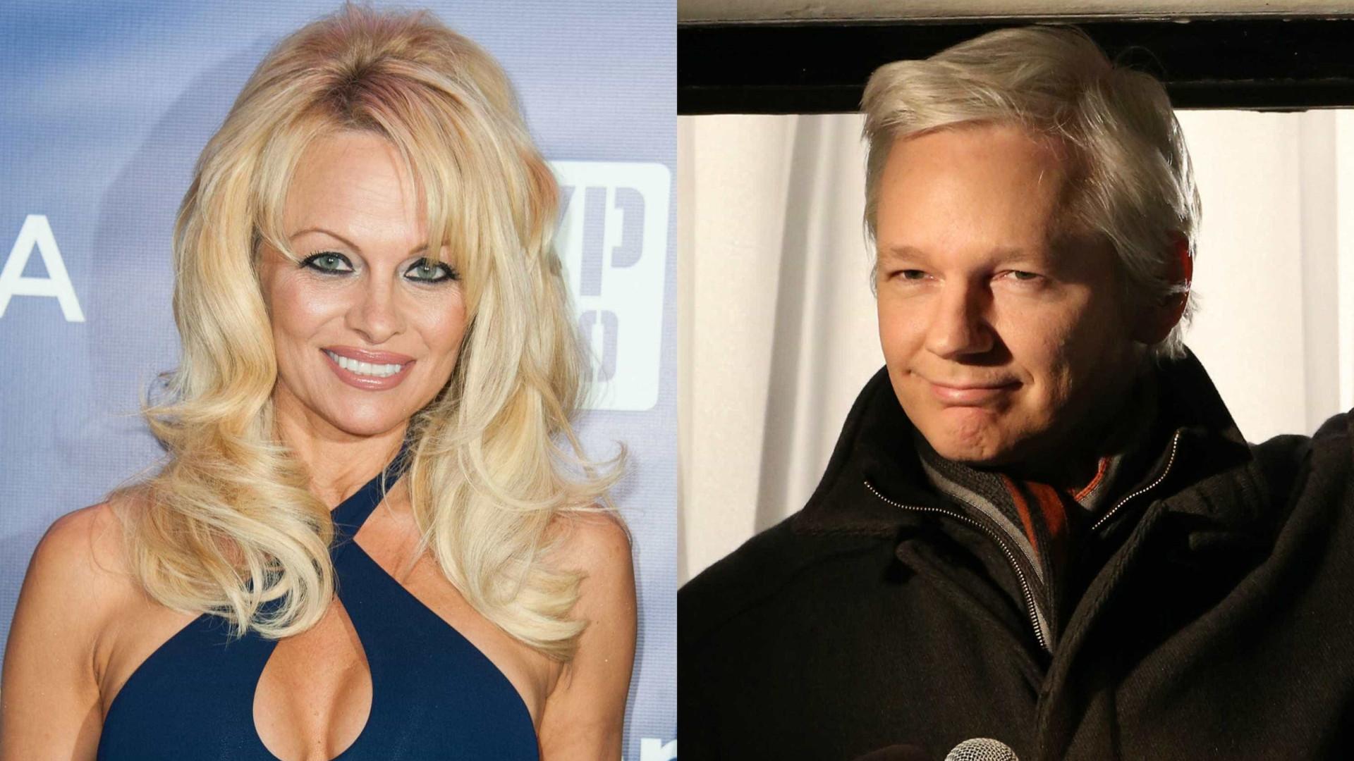 Pamela Anderson em rixa com apresentadora para defender Julian Assange