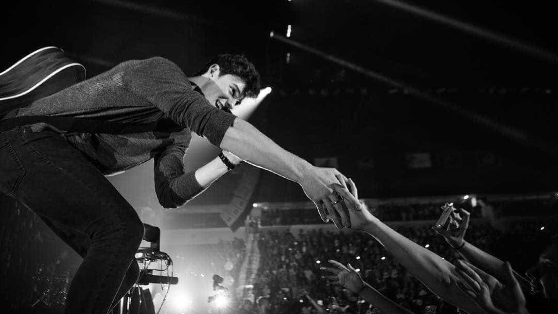Shawn Mendes canta música oficial da Seleção… com um pouco de português