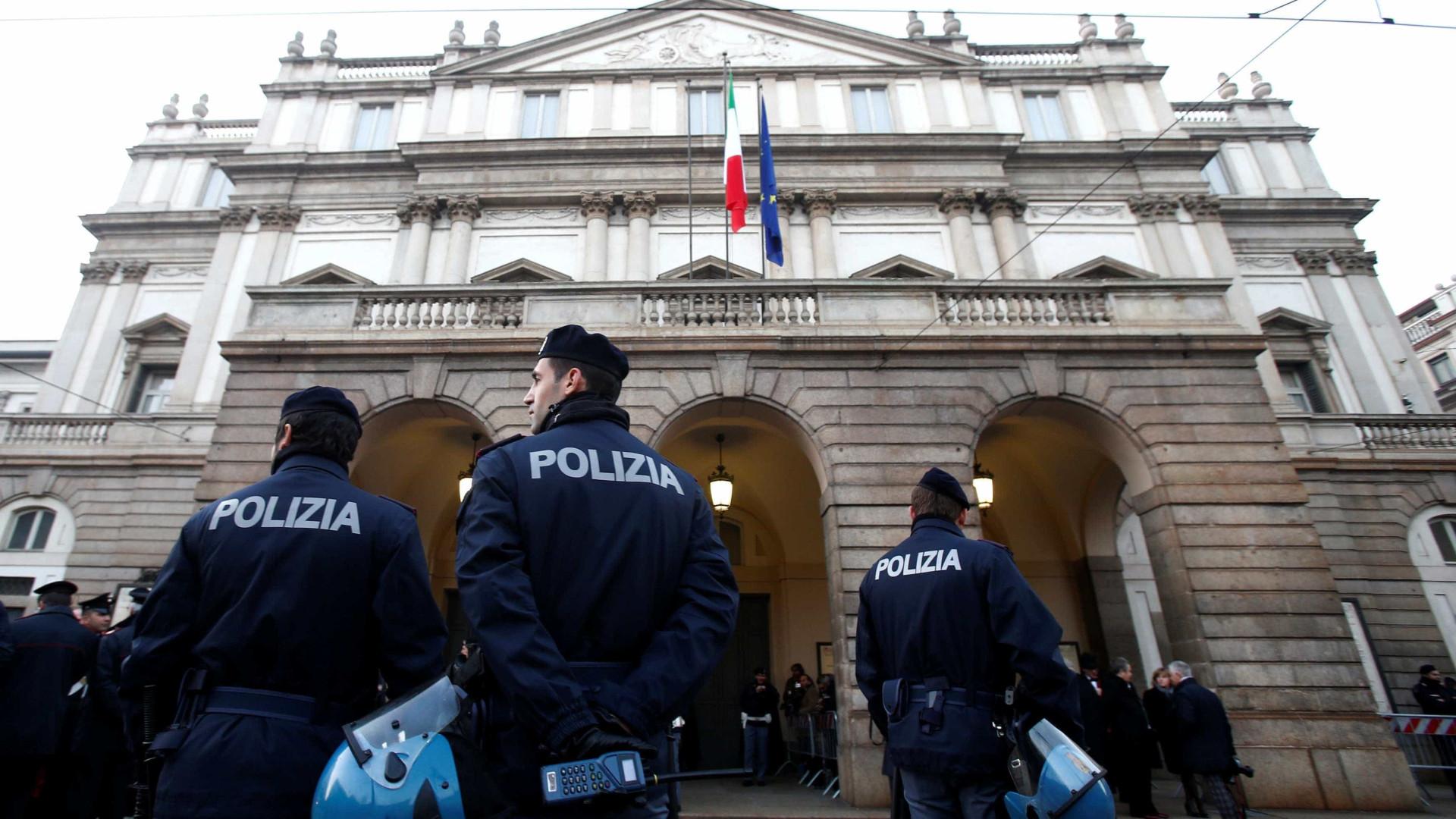 """Modelo britânica raptada em Milão foi libertada apenas porque """"é mãe"""""""