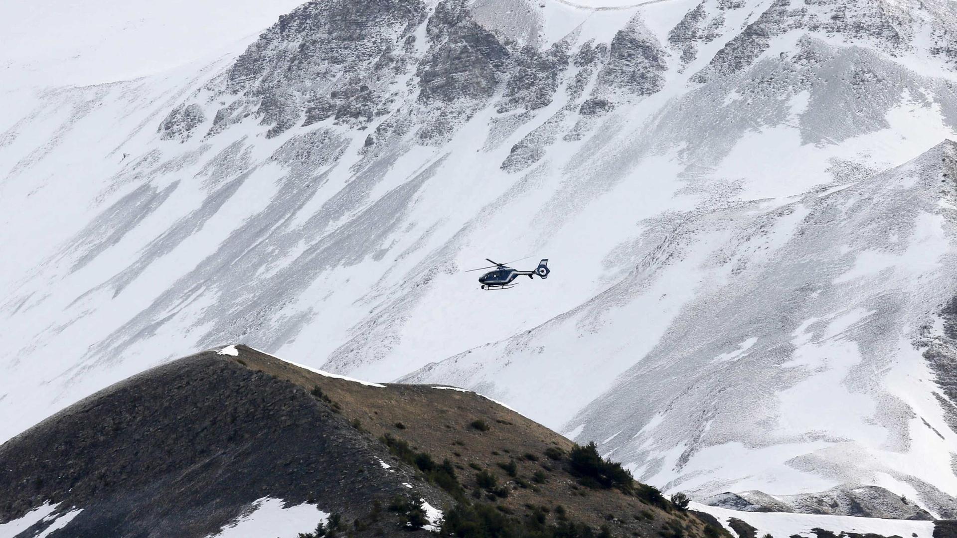 Homem alcoolizado escala montanha dos Alpes a tentar chegar ao hotel