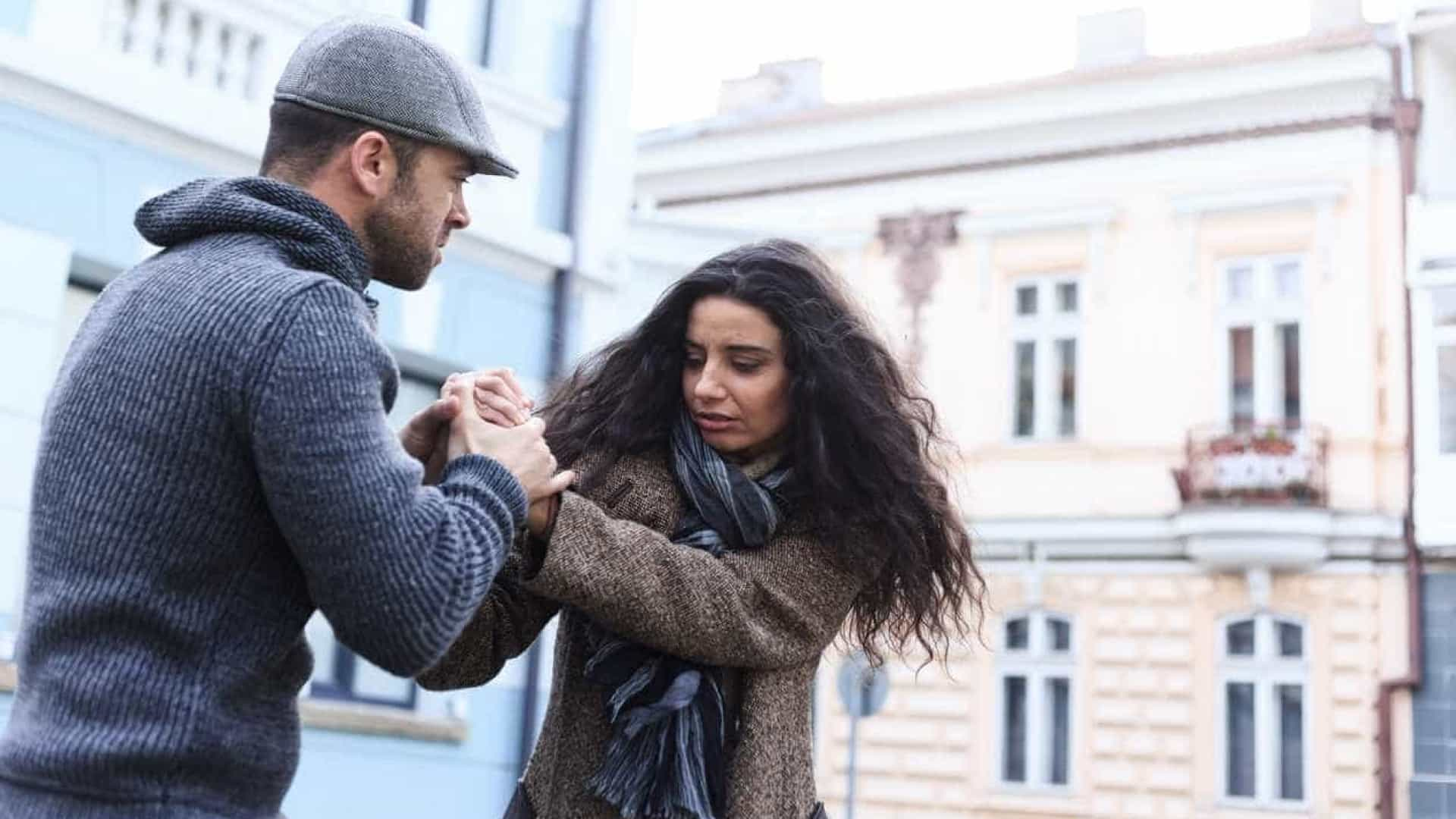 Dois terços dos jovens acham normal comportamento violento no namoro