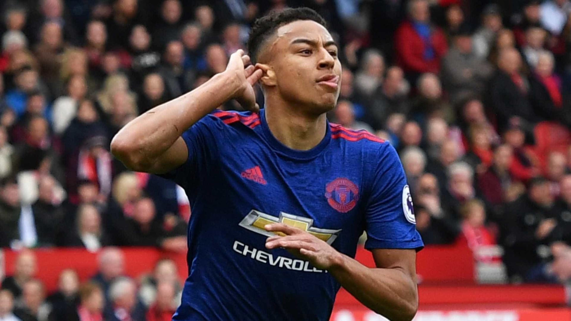 Manchester United vence fora e já 'sonha' com a Champions League