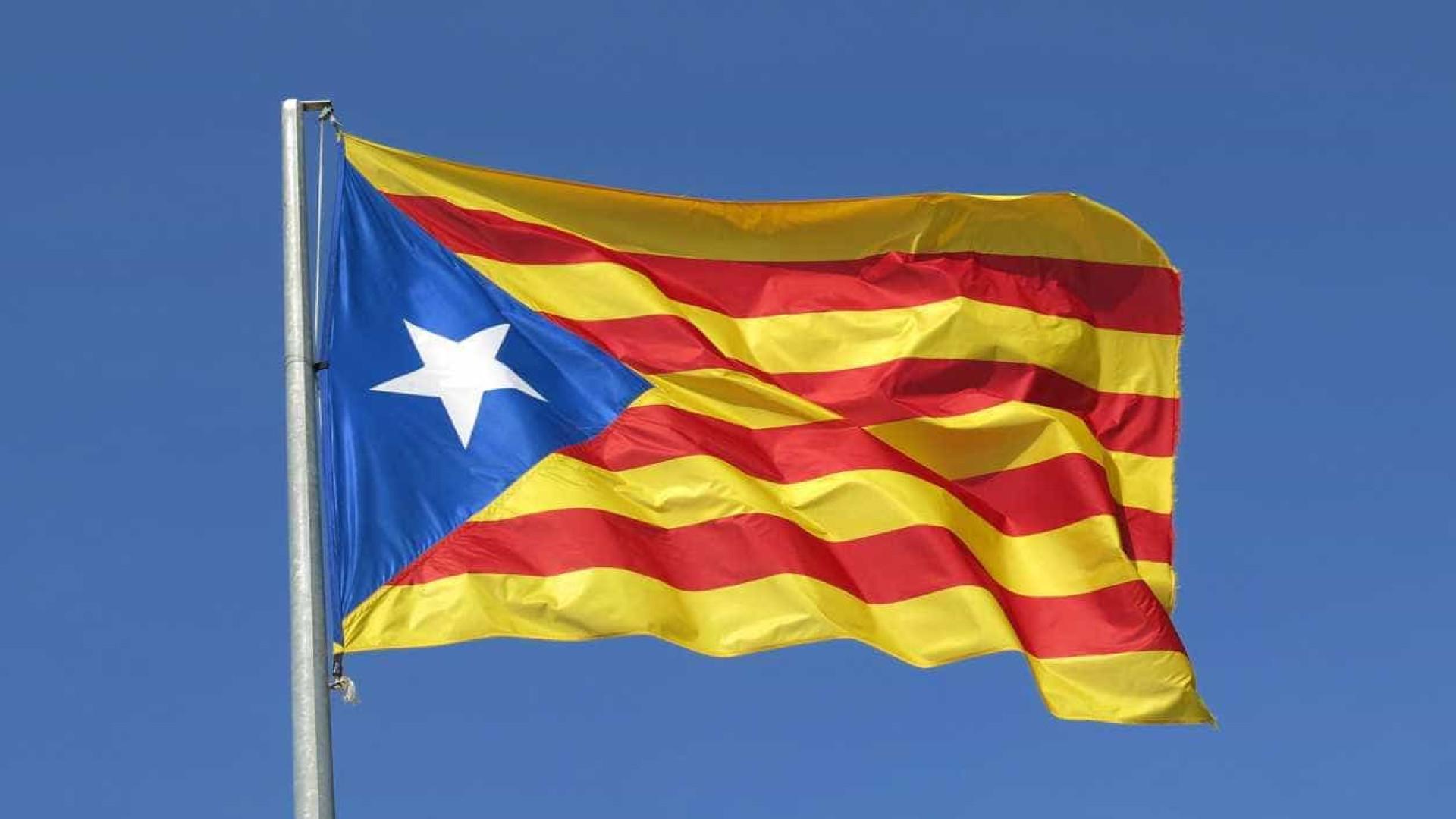 "Milhares manifestam-se em Barcelona contra ""golpe separatista"""