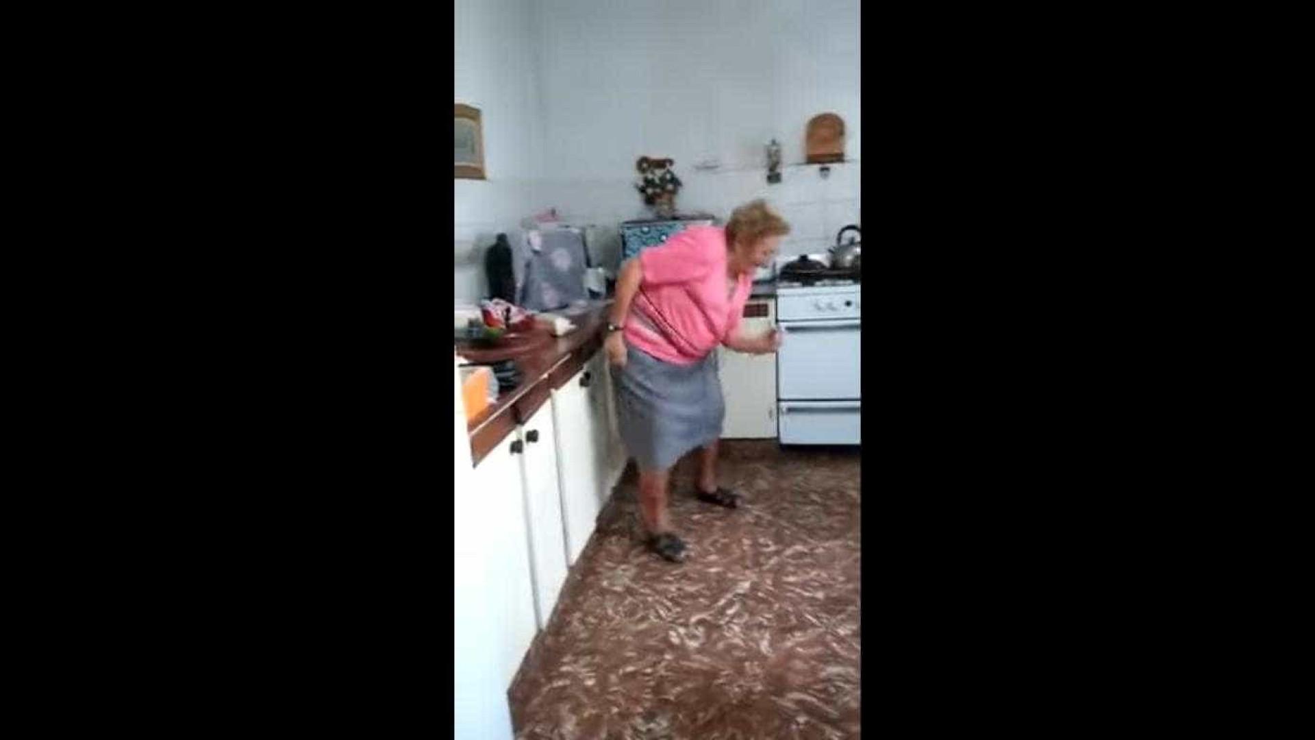 A avó mais 'cool' da internet (o desafio aqui é não começar já a dançar)