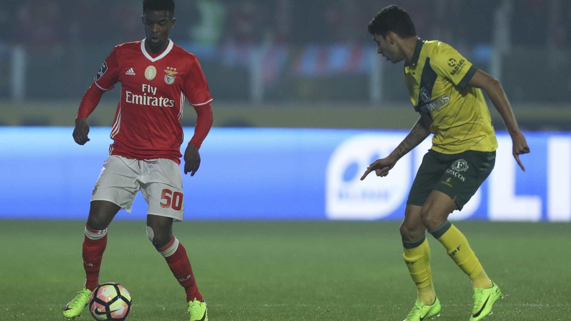 Manchester United e Barcelona observaram o Paços de Ferreira-Benfica