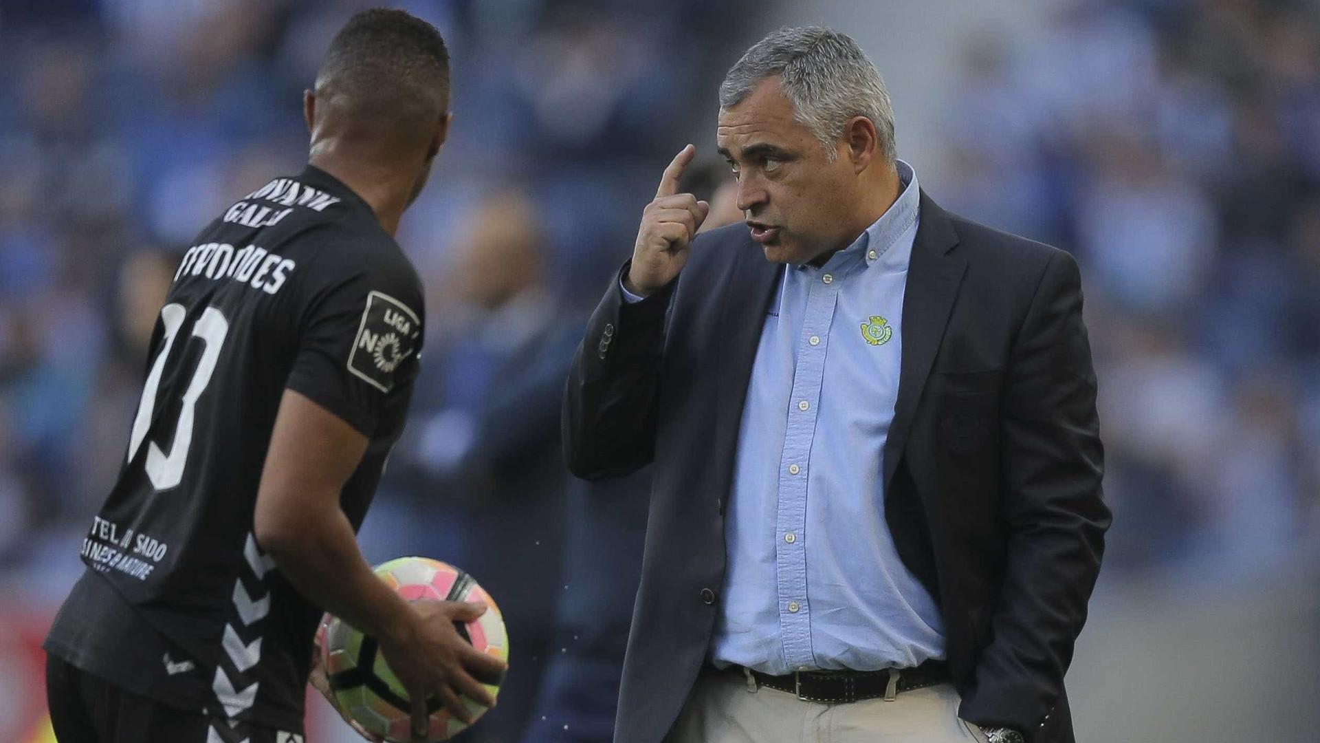 """Couceiro rejeita rótulo de """"postura defensiva"""" diante do FC Porto"""