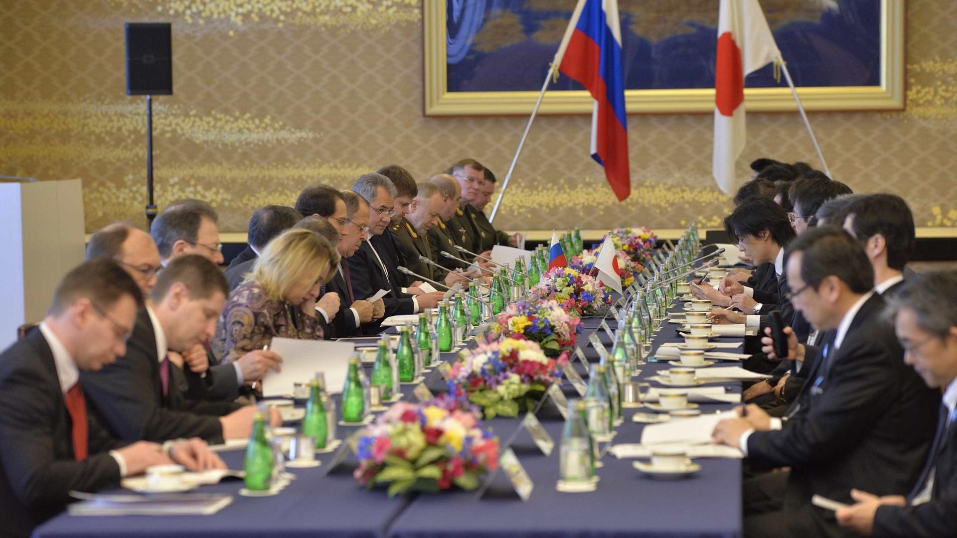 Japão e Rússia abordam segurança e disputa territorial de longa data