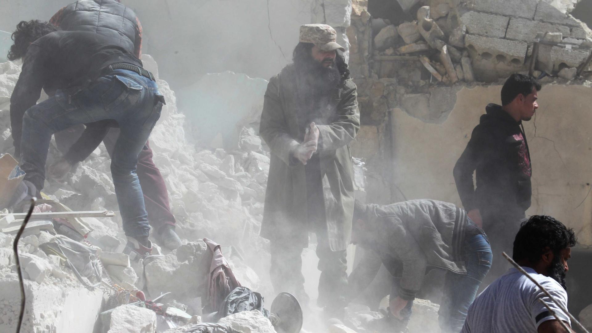 Síria: Intensos bombardeamentos a leste de Damasco após ataque rebelde